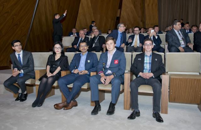 De izquierda a derecha: Giri, Yifan, Harikrishna, Karjakin y Caruana en la ceremonia de inaguración.