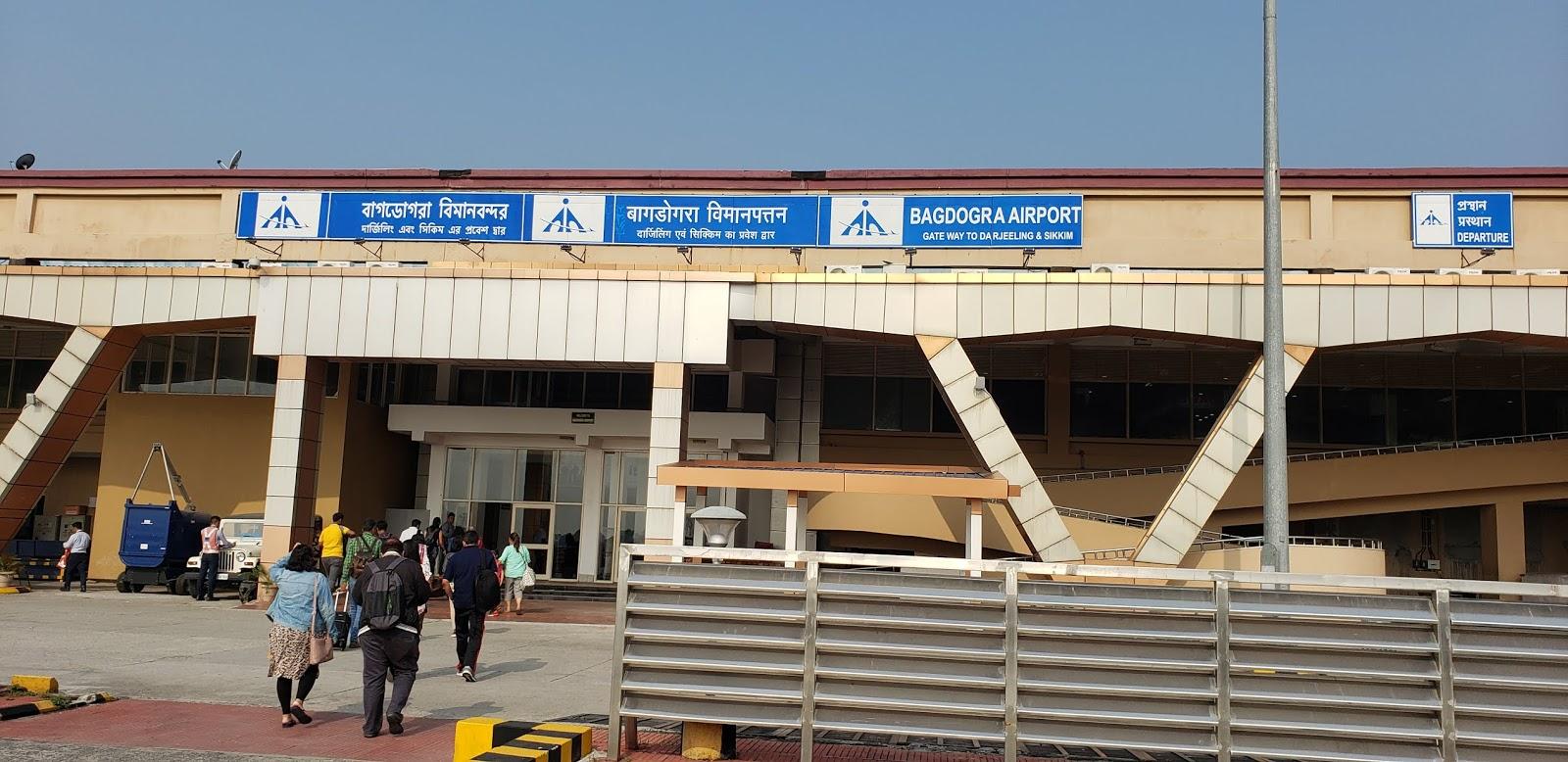 बागडोगरा एयरपोर्ट सुबह में