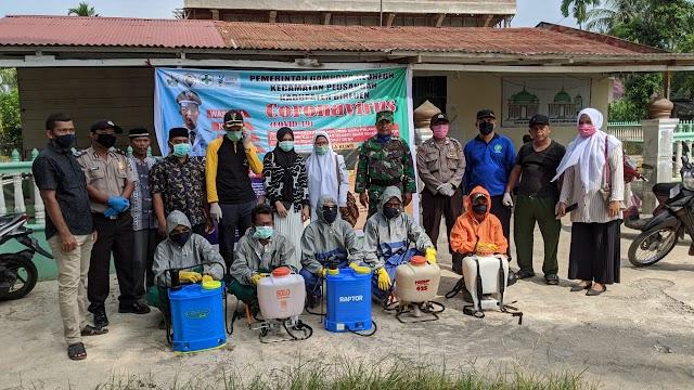 Cegah Penyebaran COVID 19, Pemerintah Gampong Neuheun Lakukan Penyemprotan Disinfektan