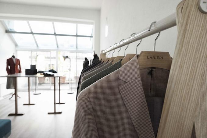 Per ogni uomo sarà davvero semplice far shopping di qualità su lanieri.com 42c024bfead