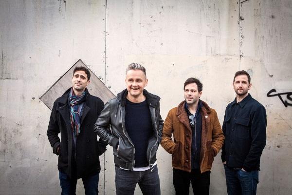 """Após um hiato de sete anos, Keane retorna com """"Cause And Effect"""", quinto álbum de estúdio da banda."""