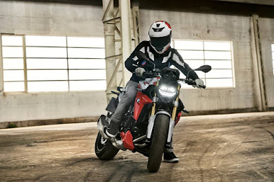 MOTORCYCLE SAFETY TIPS :Motorcycle Riding Safety Your Top Priority