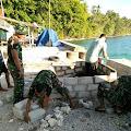 Satgas Yonif 136 Dirikan Bak Penampungan Sampah di Pelabuhan Wairiang