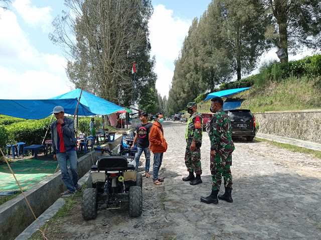 Cegah Penyebaran Covid -19, Tiap hari Personel Koramil 17/Sidamanik Giat Gakplin Di Objek Wisata Kebun Teh Bah Butong