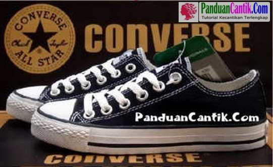 bcd239d6036ac7 Video 9 Cara Membedakan Ciri Ciri Tanda Tanda Sepatu Converse All Star  Original Asli dengan Yang