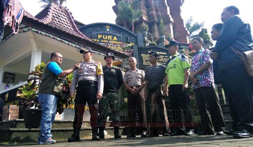 Kapolres Lumajang bersama Muspika Senduro juga ketua PHDI Lumajang