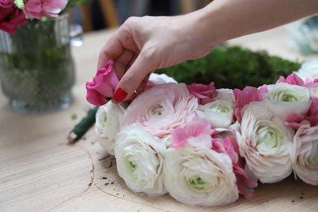 Květinový věnec na zeď - pravé květiny