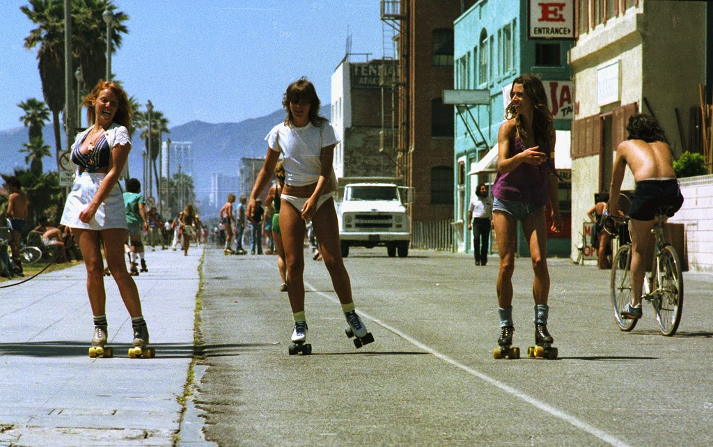 35 Interesting Vintage Photographs Of Roller Skaters At
