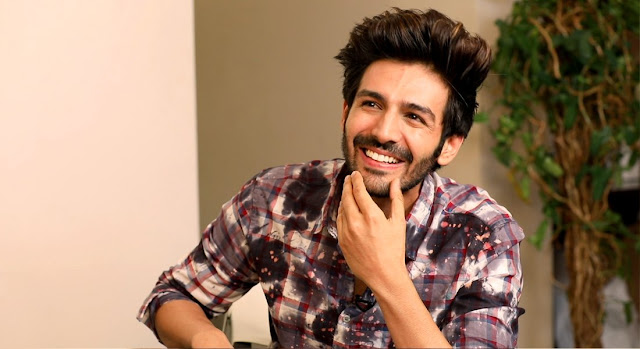 Acor Kartik Aryan lingered in the mother's lap, he did some rest, thefiance said, 'Mommy's dear son