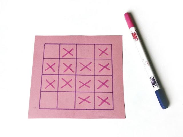 na zdjęciu plansza do gry 4x4 z zaznaczoną większością pól, odpowiednie zaznaczenie przez jednego z graczy pozwoli mu wygrać