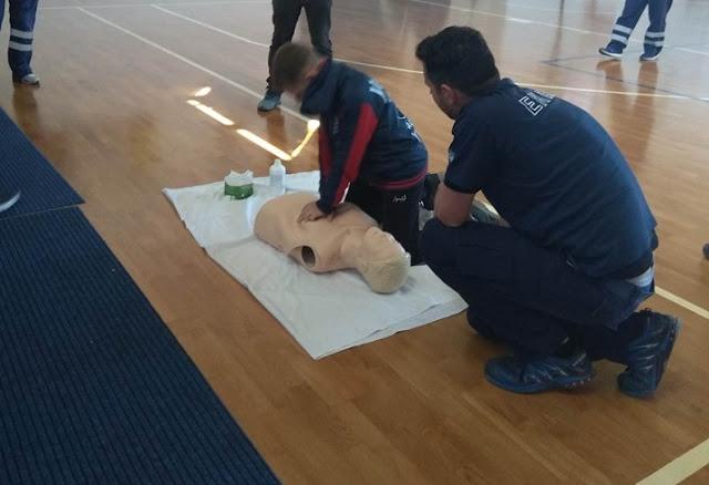 Το ΕΚΑΒ με εξειδικευμένο προσωπικό έδειξε πώς δίνονται οι Πρώτες Βοήθειες