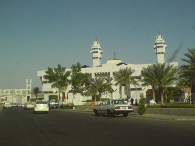 Mengenal Masjid Aisyah di Tan'im
