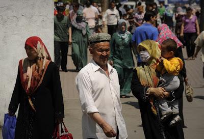 Warga desa di Xinjiang dipaksa untuk memata-matai Muslim Uighur oleh otoritas Cina