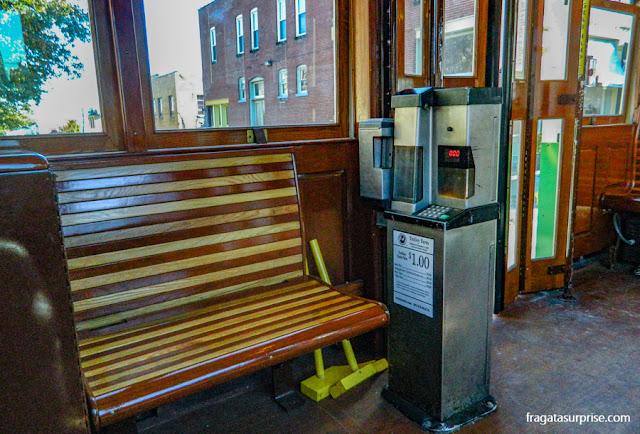 Máquinas automáticas a bordo dos bondes de Memphis para o pagamento da passagem