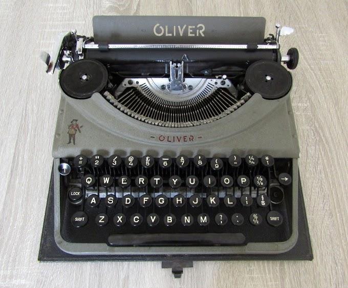 OLIVER PORTABLE (PATRIA) TOY 1953