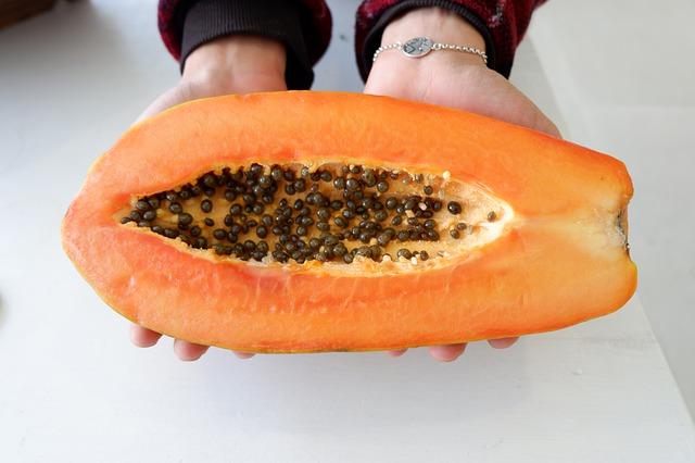 What does papaya taste like