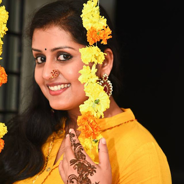 Sarayu latest photos from her Mehndi Ceremony