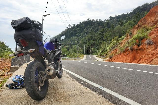 Foto Motor Keren di Kawasan Wisata Puncak Mandeh, Raja Ampatnya Sumatera