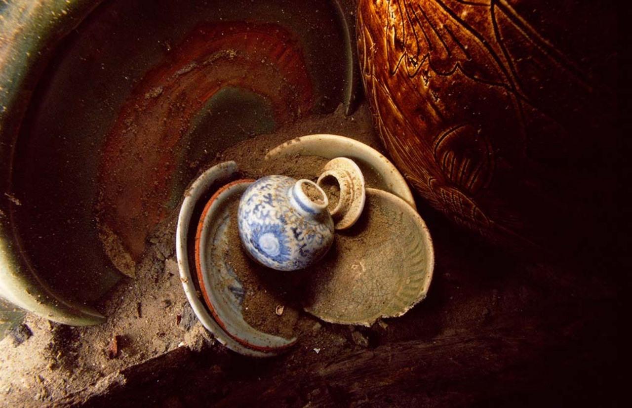 Assorted ceramics from the Santa Cruz shipwreck