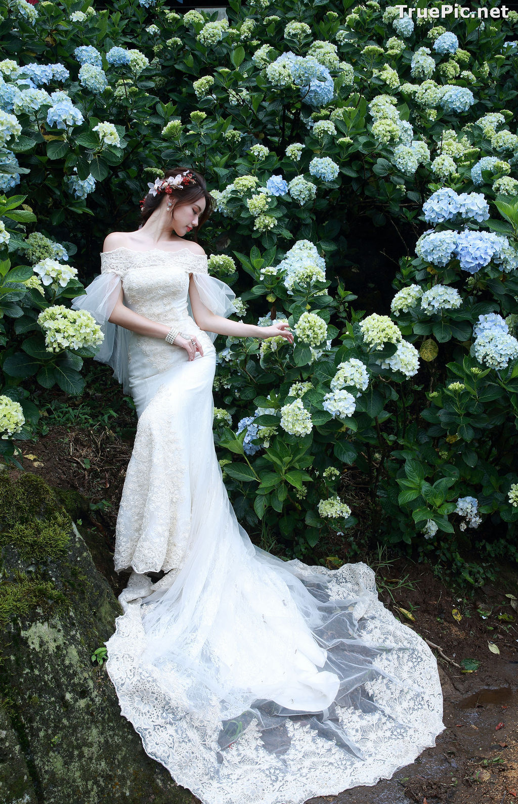 Image Taiwanese Model - 張倫甄 - Beautiful Bride and Hydrangea Flowers - TruePic.net - Picture-7