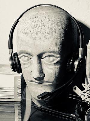 Perrückenkopf mit Headset