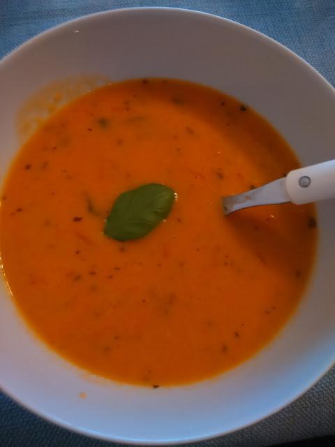 Tomaattikeitto Säilyketomaateista