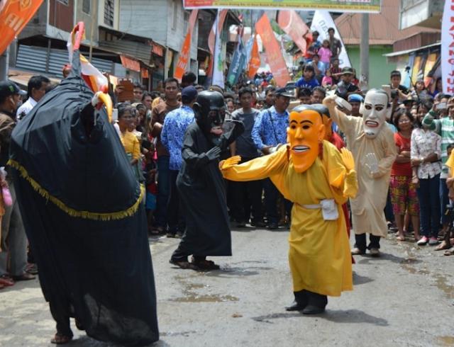 Kostum dan Properti Penari Gundala-Gundala