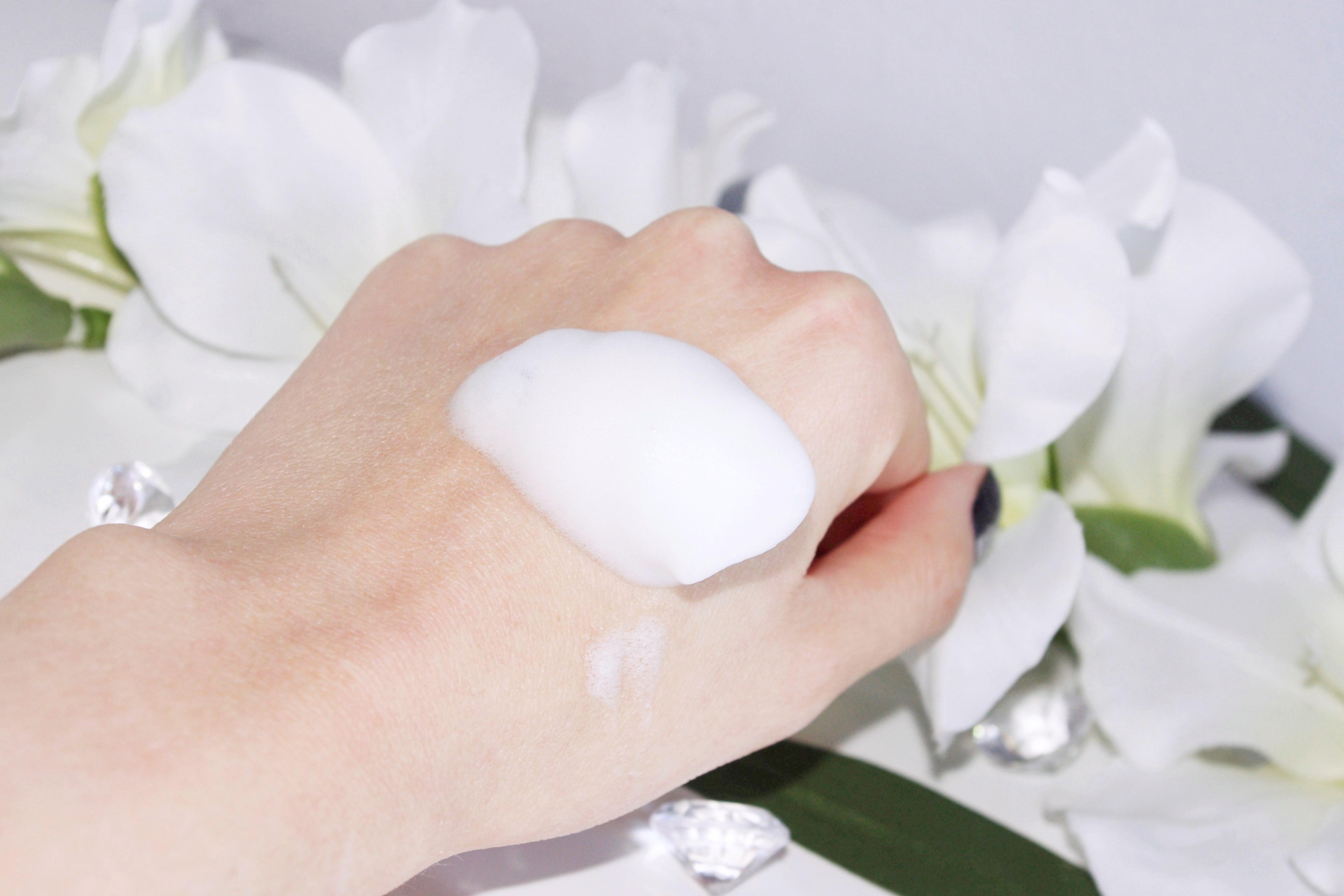 Medik8 Clarifying Foam Bezolejowa Pianka Oczyszczająca z Kwasami AHA/BHA