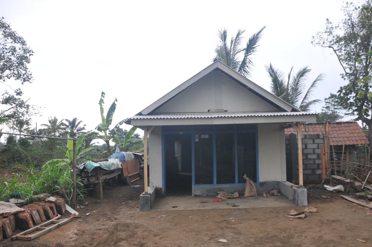 Atap Asbes Sudah Terpasang Siap Tadah Musim Hujan