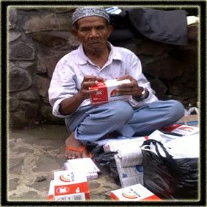 kisah insfiratif mengharukan- kakek penjual amplop