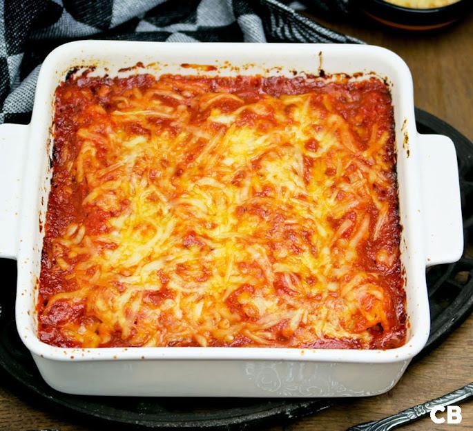 Heerlijke cannelloni met kalfsgehakt en tomaat-basilicumsaus vers uit de oven!