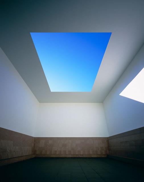 光の芸術、ジェームズ・タレル日本で見れるタレルの作品【a】 Blue Planet Sky、通称タレルの部屋 21世紀美術館