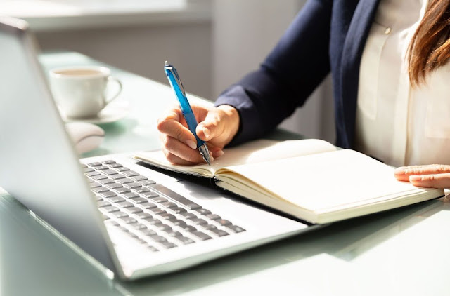 2. Menjadi Content Writer