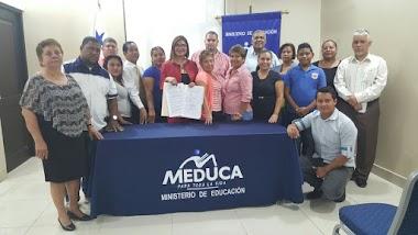 Profesora Nelva Reyes Barahona Participa en la firma del convenio para la Reconstrucción de la Escuela República de Venezuela