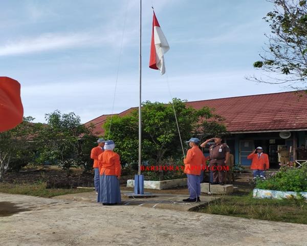 Cabjari Palingkau Irup Bendera SMAN 1 Kapuas Murung