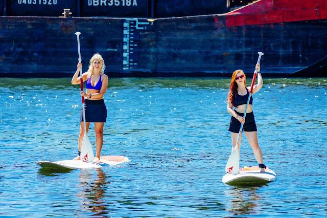 Nicole und ich beim Stand Up Paddeln