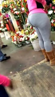 Señora pants entallados nalgas paradas