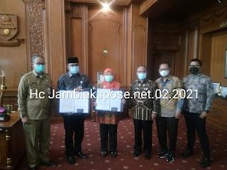 Plh Gubernur Jambi Hibahkan Dokumen Tanah Seluas 2 Ha Ke BKN