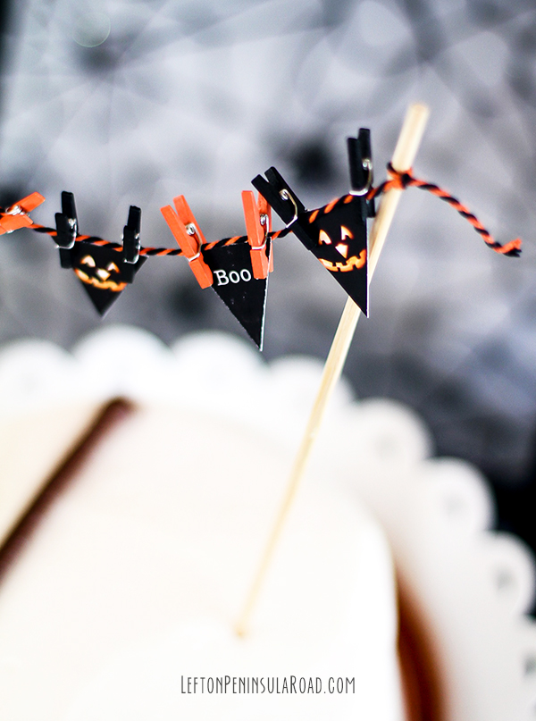 Add this mini bunting to a plain cake for a simple Halloween dessert.
