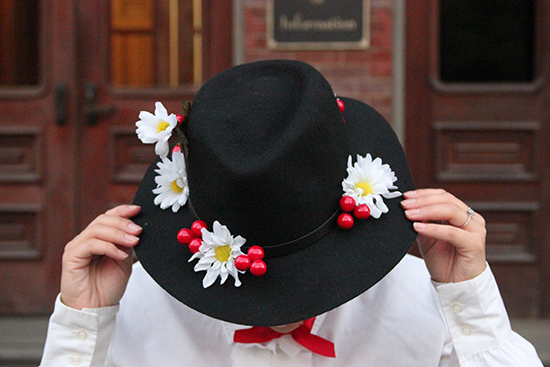 DIY Hat Mary Poppins Disneybound Halloween Costume | Will Bake for Shoes