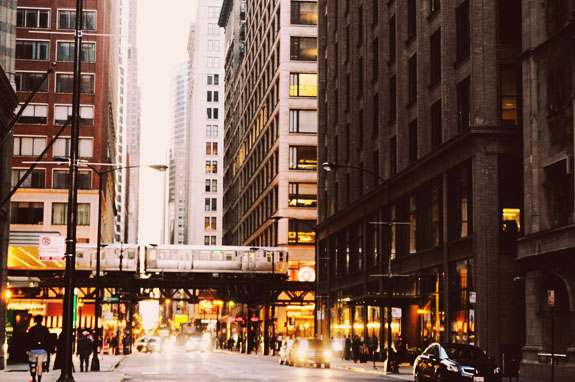 2 days in Chicago itinerary: taking the EL (or elevated train) is the best way to get around Chicago