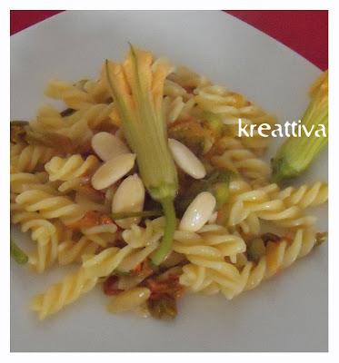 ricetta pasta con fiori di zucca e mandorle