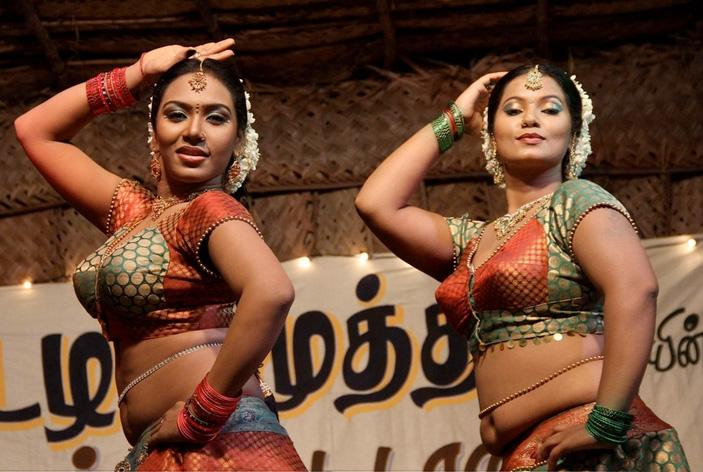 Tamil actress shilpa hot song stills from Lollu dada