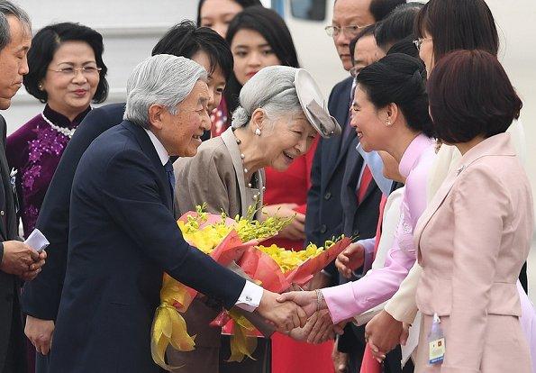 Emperor Akihito and Empress Michiko arrived in Vietnam