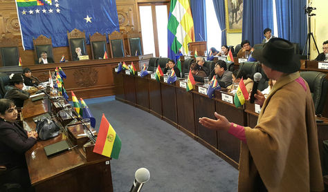 Gualberto Cusi durante su intervención ante la Cámara Alta