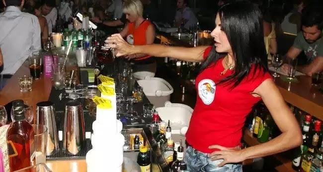 Στις 12 θα κλείνουν μπαρ και εστιατόρια σε 15 περιοχές