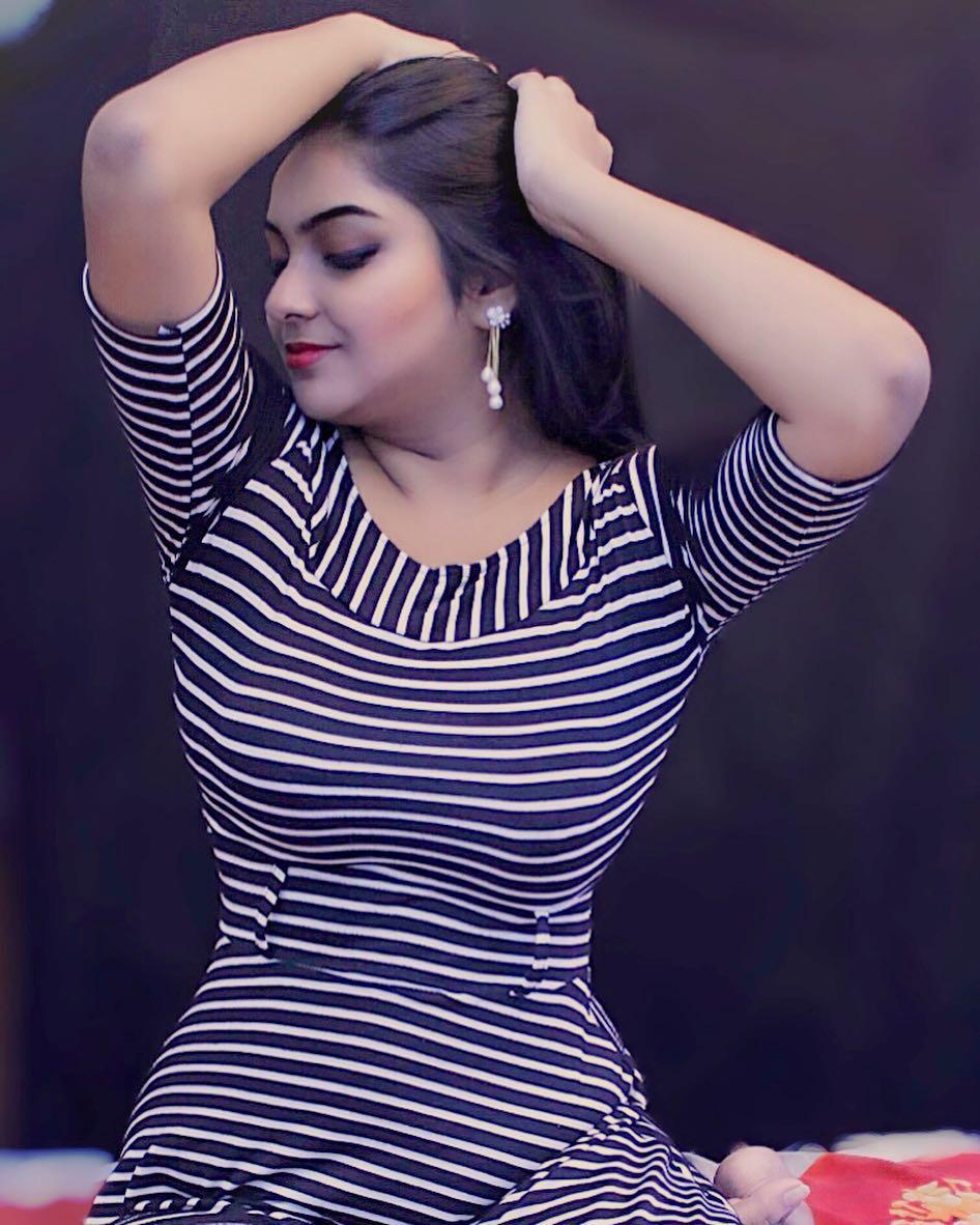 Bhabhi Ki Nangi Photo In Sari Showing Nude Body