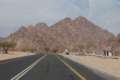 Jabal Magnet Tempat Wisata Unik di Madinah Umroh