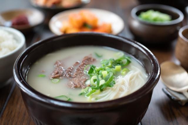 مقادير الحساء الشهي Seolleongtang (حساء عظام الثور)