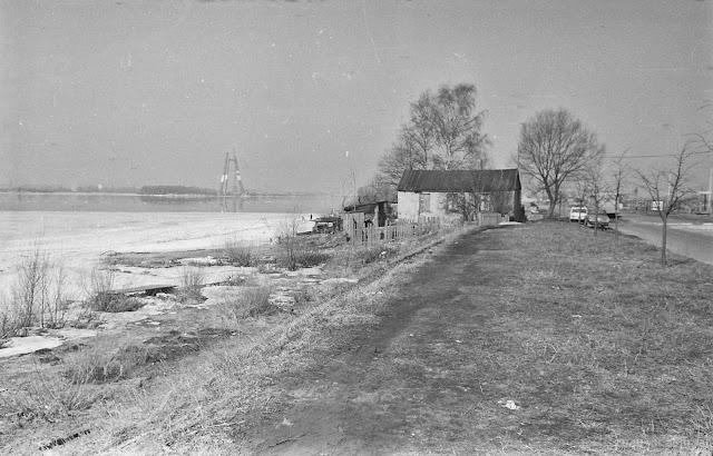 Начало 1980-х годов. Рига. Вид на Даугаву и строительство Телебашни с бывшего острова Виберта